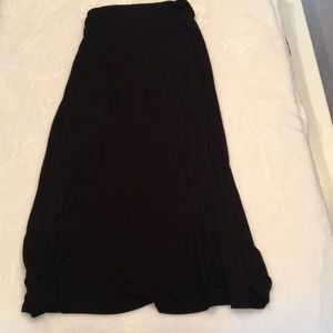Black maxi skirt with rouching detail